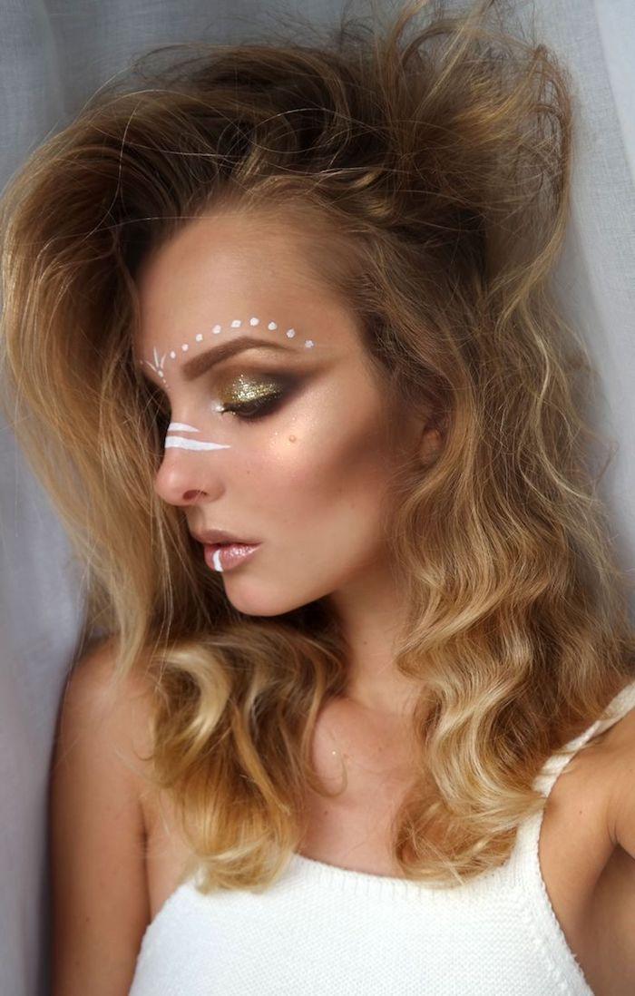 maquillage carnaval, volume cheveux, fard à paupière brillant, dessin sur le visage, rouge à lèvres rose