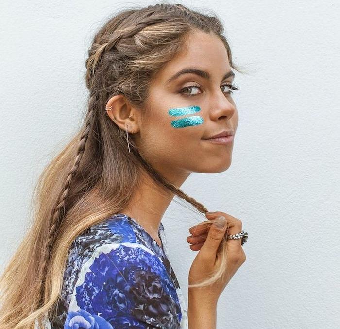 deguisement femme hippie, manucure nude, bague ethnique, coiffure avec tresse, maquillage carnaval