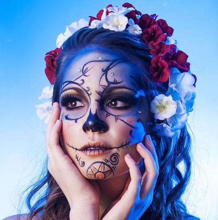 maquillage mexicain femme pour la fete des morts squelette fleurs