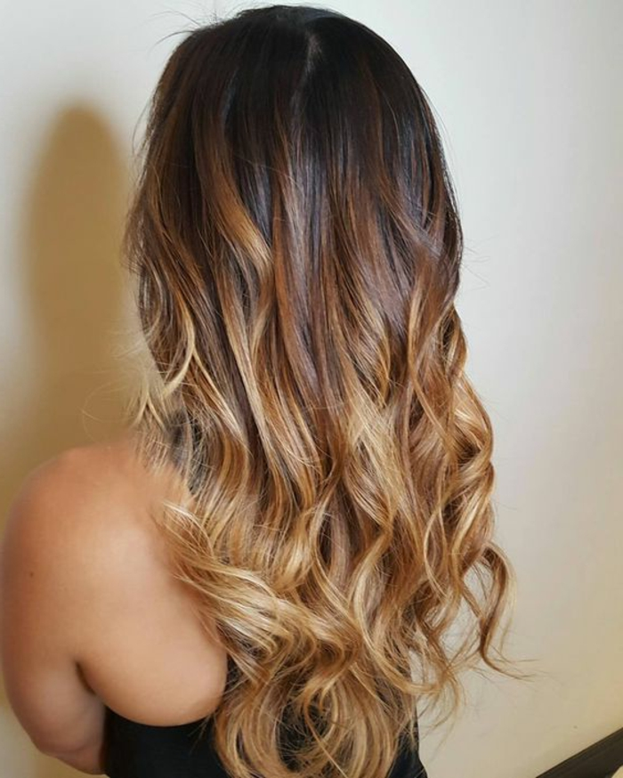 meches caramel, cheveux longs, balayage cheveux longs, coiffure tendance