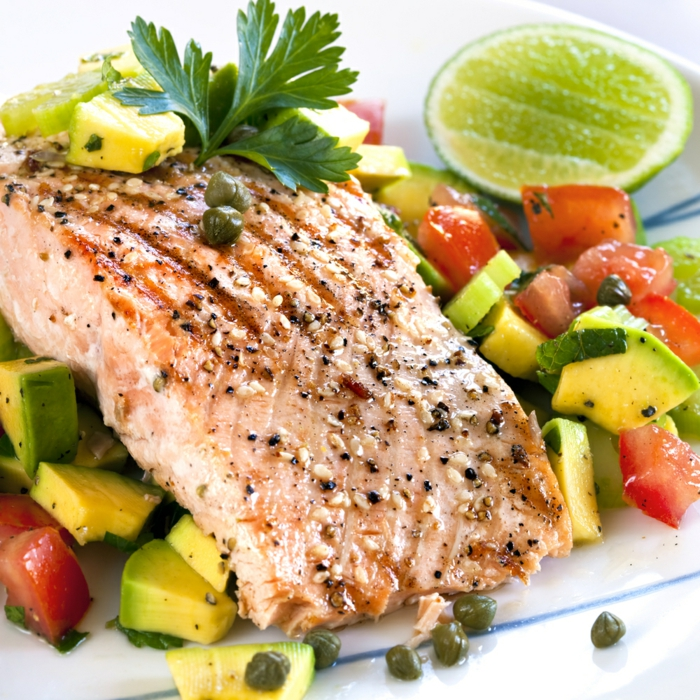 plat équilibré, protéines, glucides, légumes, poisson, herbes vertes, citron, recettes rapides et équilibrées