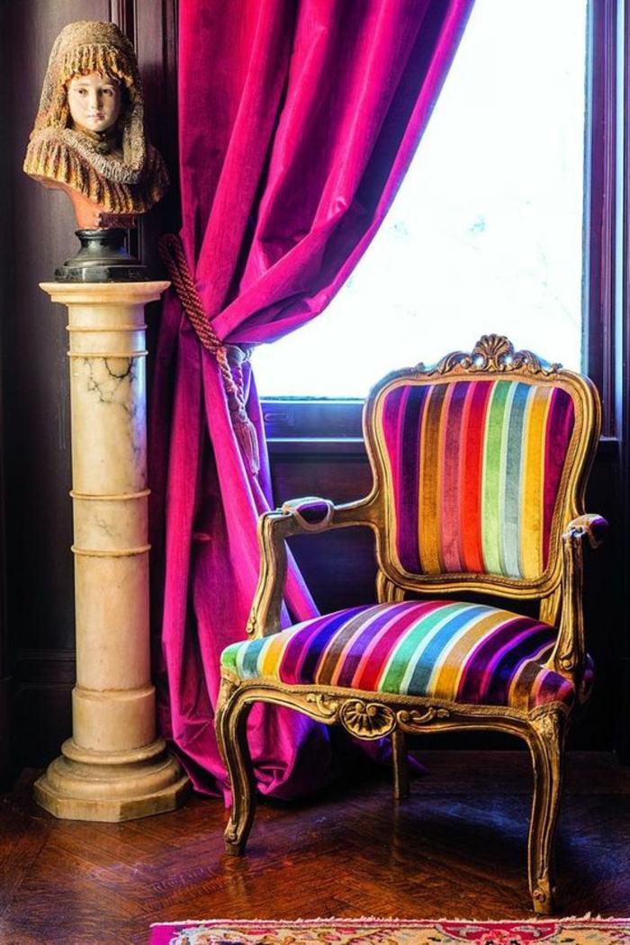 baroque meuble chaise avec banc large et accoudoirs avec partie rembourrée en tissu vermeil