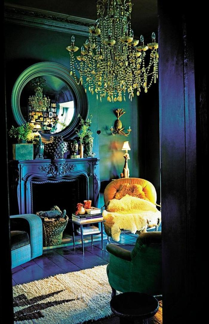 meubles baroques miroir sorcière lustre pampilles cheminée baroque avec des objets déco