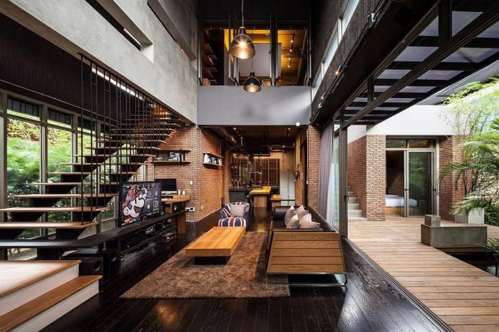 idee deco industrielle, lampes suspendues, porte coulissante, escalier en bois, meuble noir et bois, table basse de salon