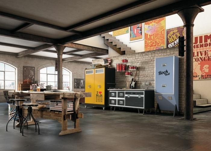 decoration industrielle, garde robe jaune, murs en briques, plafond blanc, escalier, tabourets de bar, meuble industriel