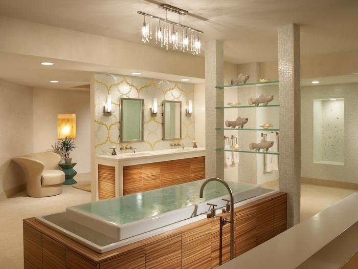 salle de bain moderne, suspension luminaire en cristaux, plafond blanc, baignoire, meubles en bois