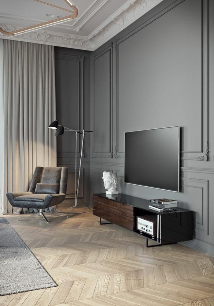 meubles baroques dans un intérieur organisé autour de la couleur grise avec plafond blanc gesso