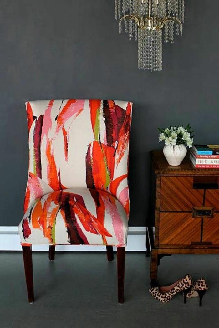 meuble style baroque fauteuil sans accoudoirs en couleurs vives sur fond blanc