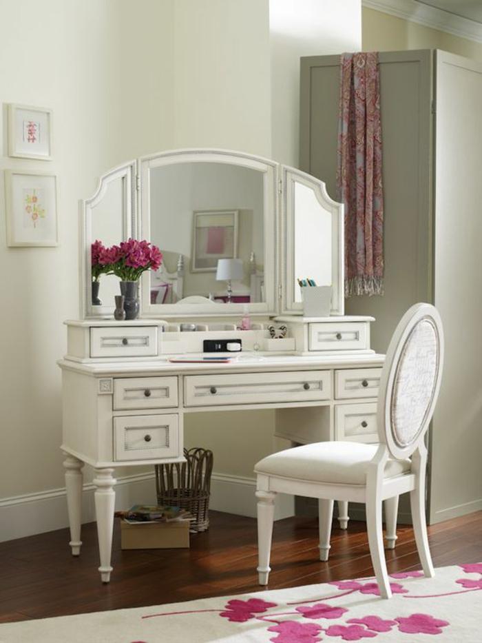 meuble style baroque blanc aux sept tiroirs miroir trois parties chaise sans accoudoirs au dossier ovale