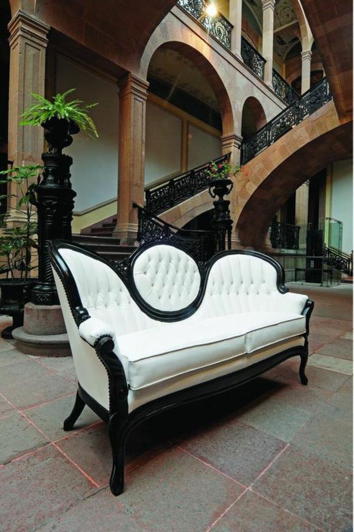 meuble style baroque canapé blanc et noir effet dramatique