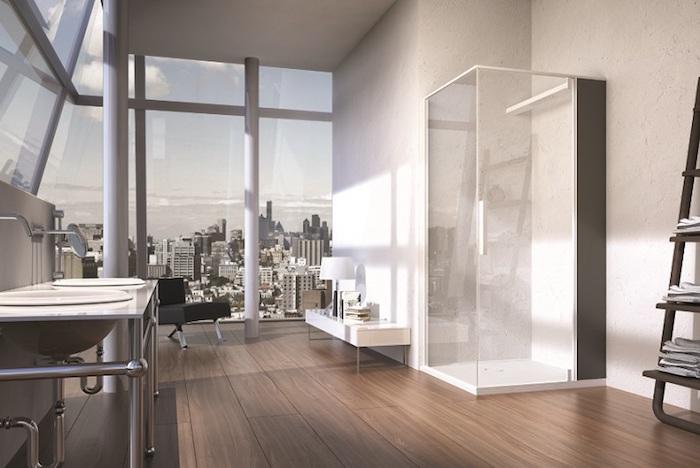 salle de bain moderne, vue d'en haut, couleurs neutres, paroi en verre, échelle décorative