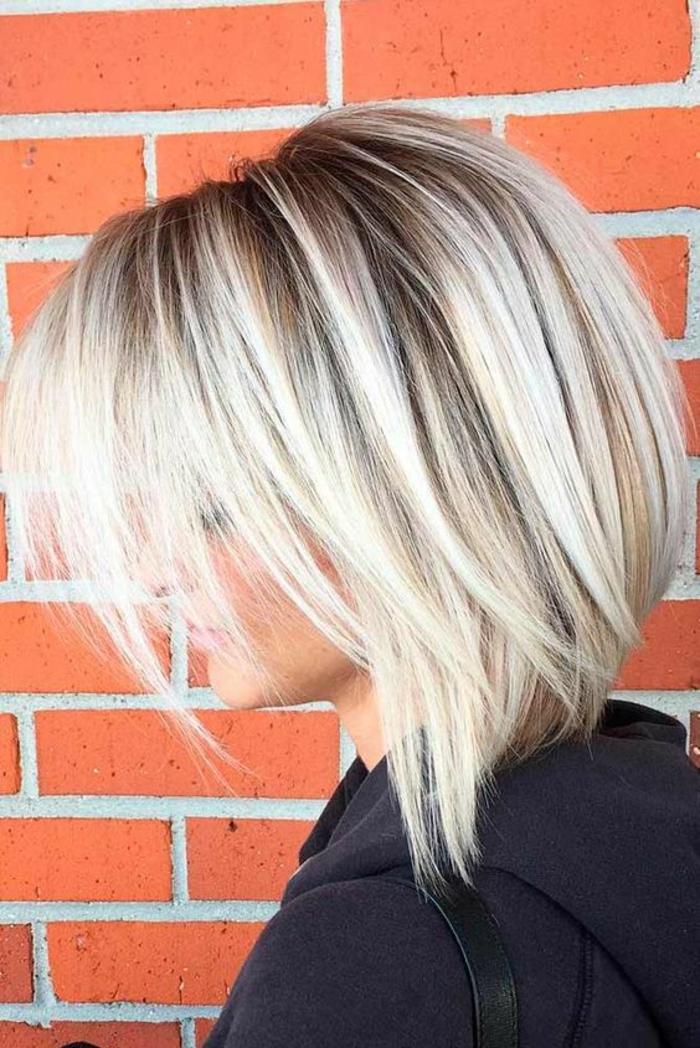 coiffure femme bob couleur platinée grand volume épaisseur et franges