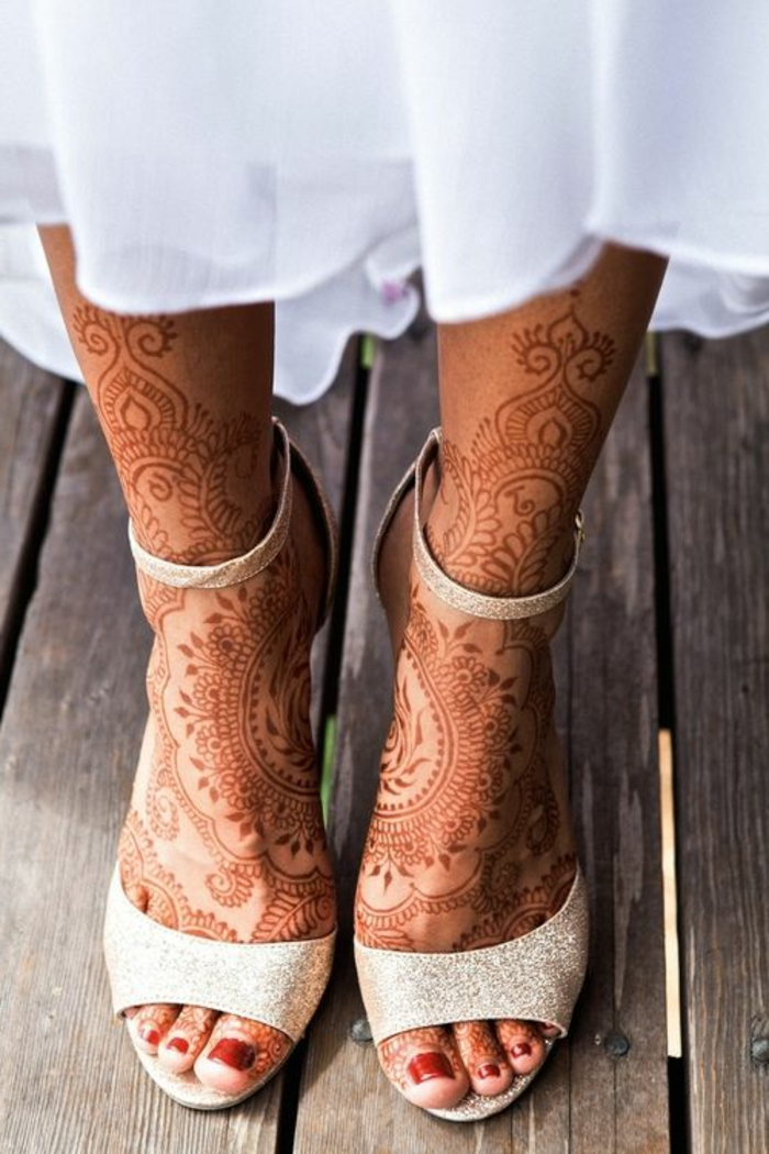 modele henné, embelissement de pieds original avec le henné traditionnel