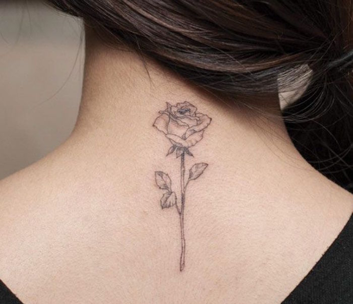 tatouage rose noire avec tige. Black Bedroom Furniture Sets. Home Design Ideas