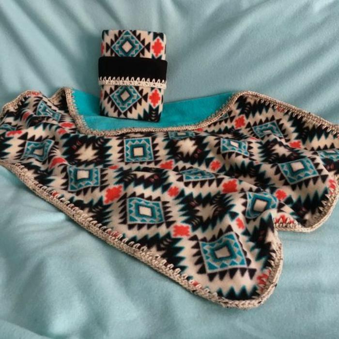 motif azteque, jolis motifs aztèques en plusieurs couleurs, petit plaids en matière moelleuse