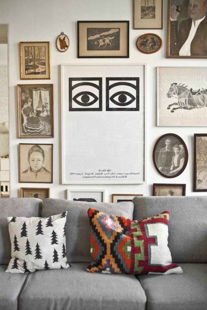 motifs aztèques, coussins aztèques, sofa gris, tableaux encadrés, décoration simple