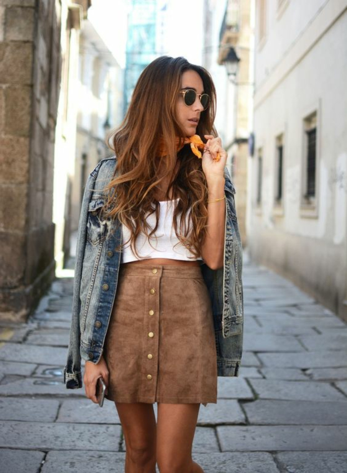 Jolie tenue idée tenue de tous les jours cool tenue jupe velours