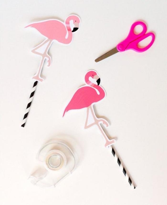 agitateur de cocktail diy, pailles en noir et blanc, decoration flamant rose en papier, cocktails exotiques, bricolage facile été