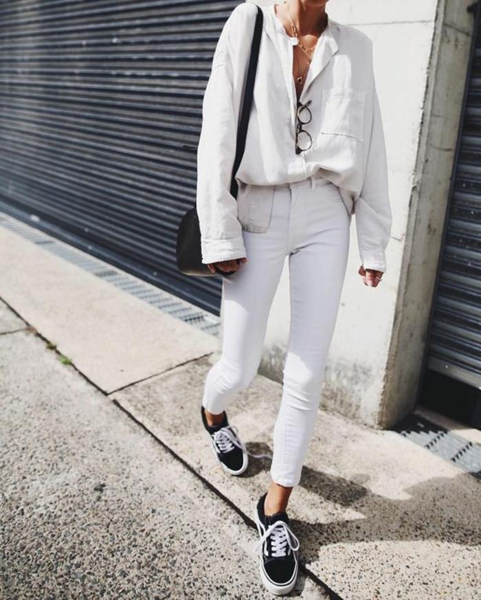 b61e365768052 Ootd tenue italienne look blanc lookbook chemise en jean cool idée quoi  mettre Tenue avec pantalon blanc pour les femmes ...