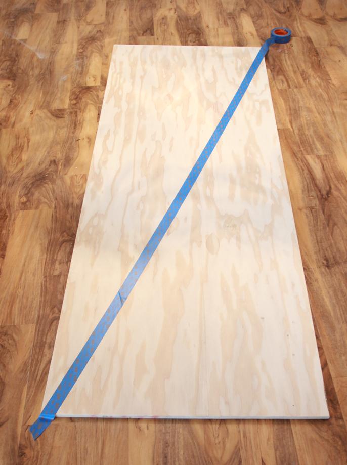 modele de tete de lit a faire soi meme en bois, decoration peinture, motif géométrique, masking tape, papier cache adhésif, bois contreplaqué