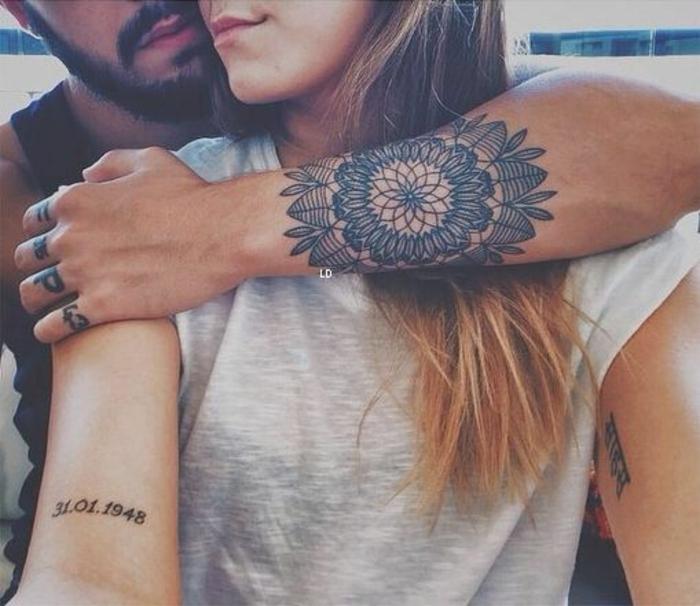 Design tatouage idée petit tatouage homme idée de tatouage abstrait geometrique fleur