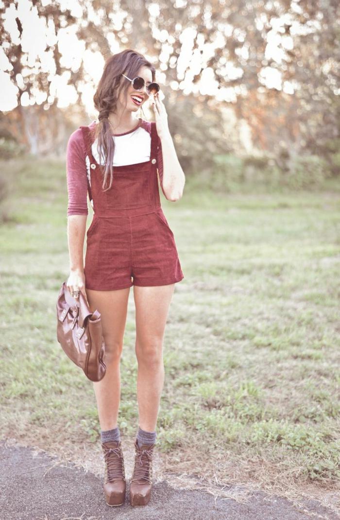 Belle femme photo comment porter la salopette moderne