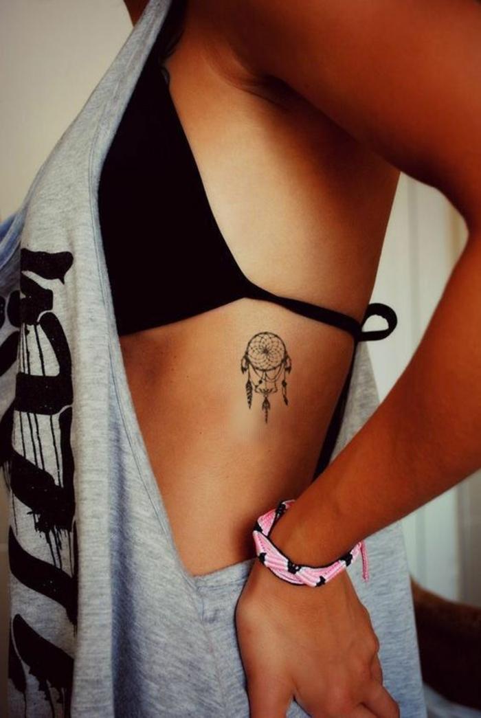 Tatouage original femme idée tatouage femme bras attrape rêve