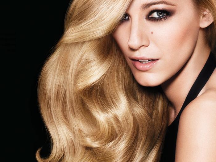 comment choisir sa couleur de cheveux, Blake Lively, lèvres nude, cheveux brillants, idée couleur cheveux