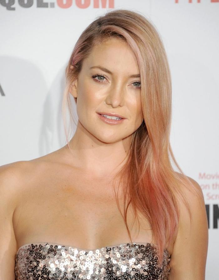 comment choisir sa couleur de cheveux, robe en paillette, mèches rose, cheveux blonds, Kate Hudson, yeux verts
