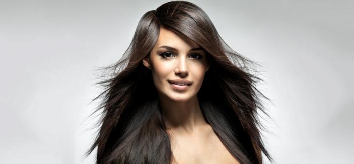changer de couleur de cheveux, lèvres nude, yeux foncés, cheveux marron, idée couleur cheveux