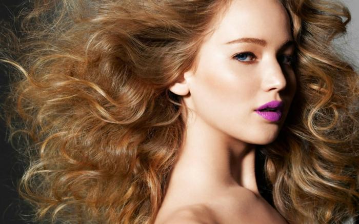 comment choisir sa couleur de cheveux, cheveux cuivré, lèvres violette électrique, Jennifer Lawrence