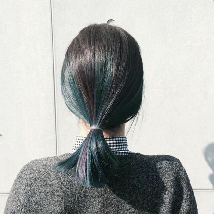queue de cheval cheveux court, cheveux noirs ébène, coiffure rapide et stylée