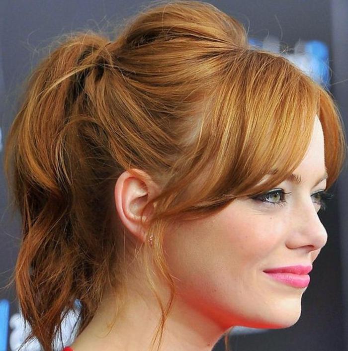 queue de cheval cheveux couleur acajou, le style de Emma Stone