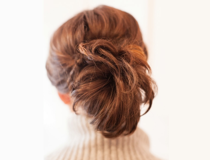 queue de cheval pour cheveux courts, ponytail décoiffén cheveux couleur chataîn