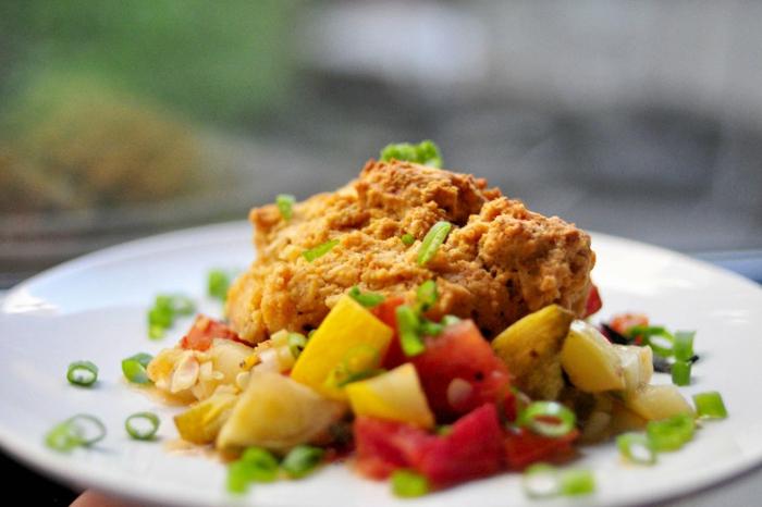 comment manger équilibré, préparer un diner sain, poulet aux légumes, oignon vert, pommes de terre