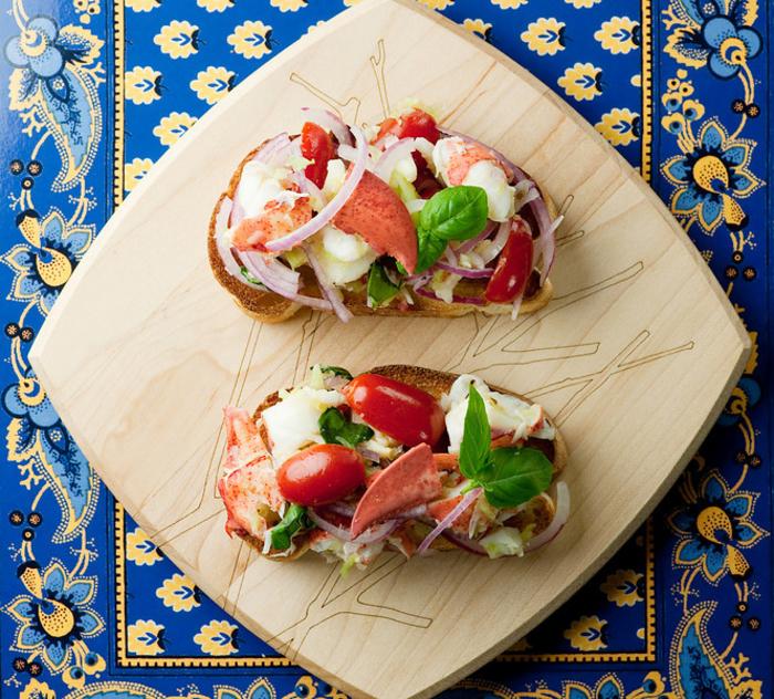 une recette bruschetta sophistiquée pour un apéro gourmand, tartines à la salade de homard
