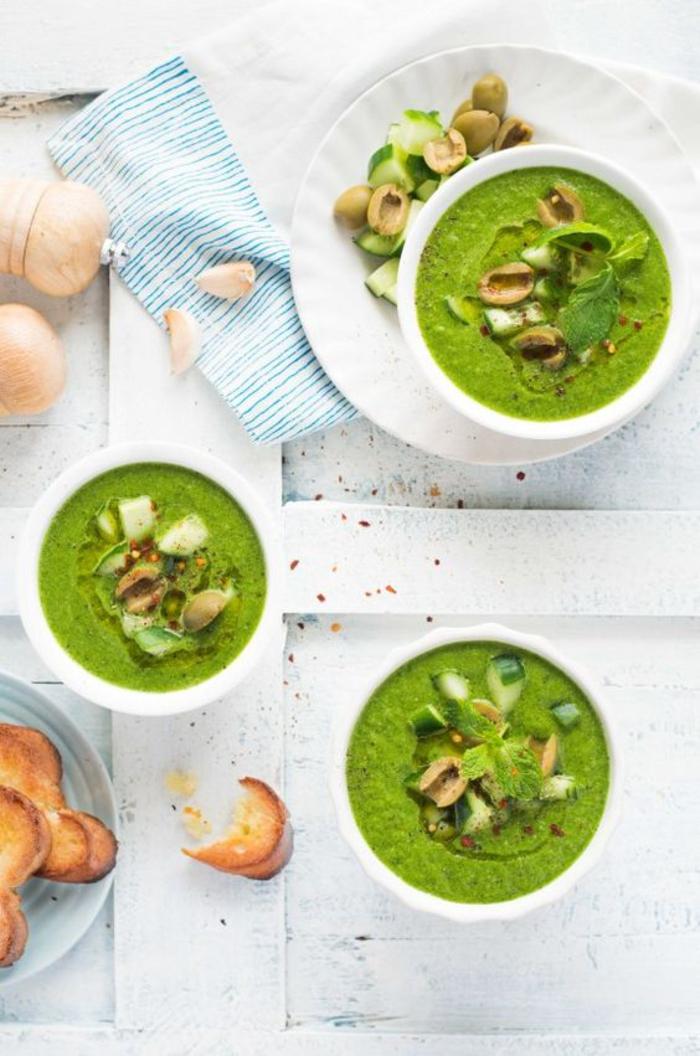 gaspacho vert pimenté de concombres, recette estivale sans cuisson