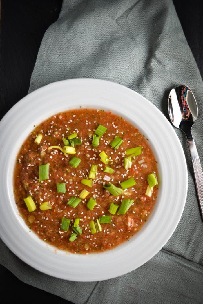 une recette gazpacho inspirée de l'asie, soupe froide de tomates et de sauce de soja