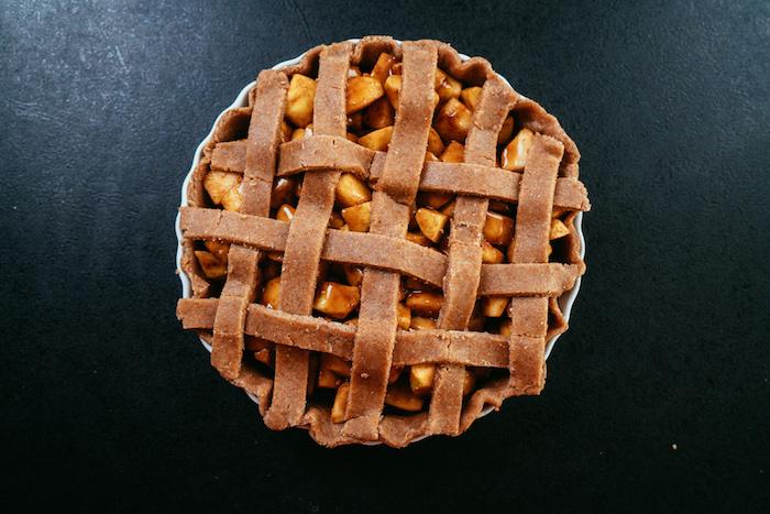 manger équilibré avec une tarte aux pommes et cannelle, recette diététique sans sucre