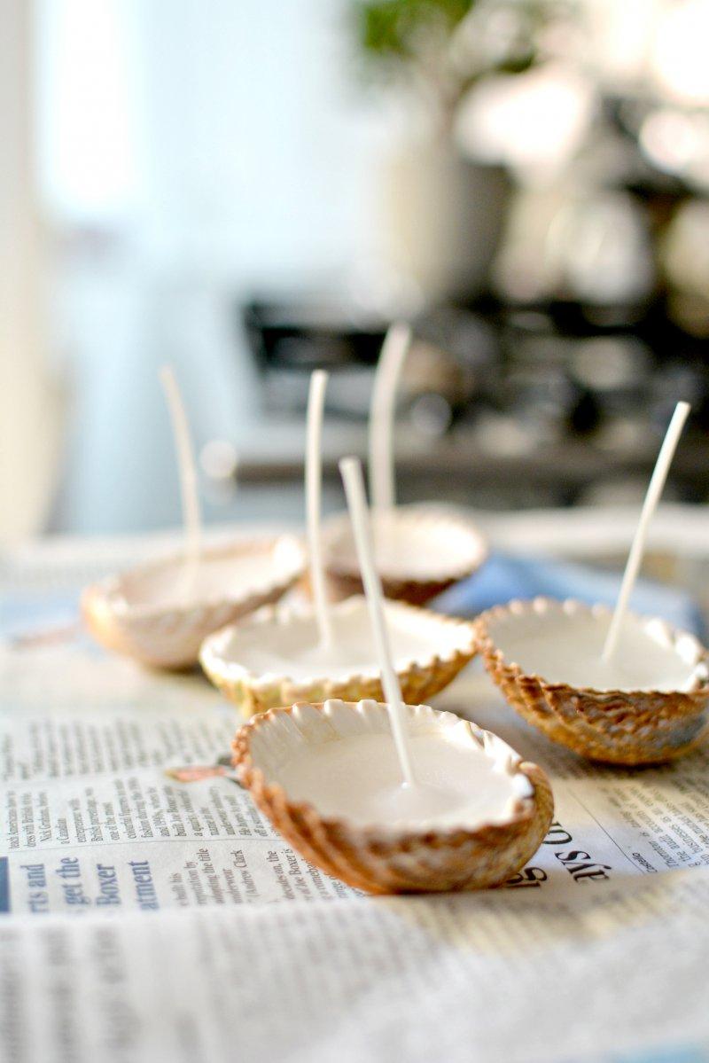 coquillages de mer, remplis de cire avec une mèche, collée au fond, idee deco bord de mer, activite manuelle