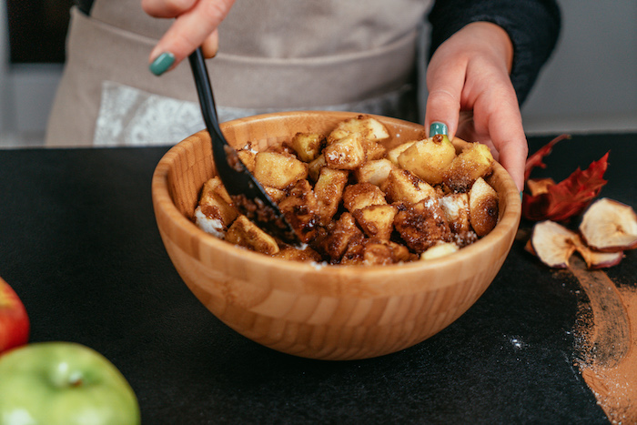 épicer les pommes de cannelles et autres épices d automne, idée recette tarte aux pommes saine