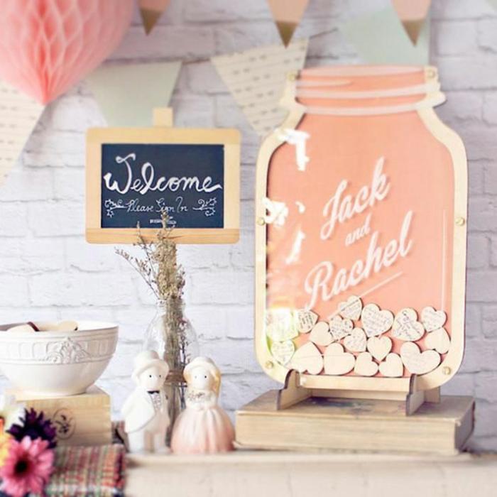 Tableau du mariage idee livre d or scrapbooking diy mariage original belle idée avec messages sur coeurs en bois