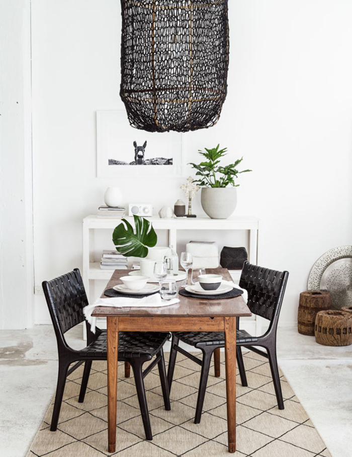 salle à manger mixe la déco scandinave et les objets déco à inspiration ethnique