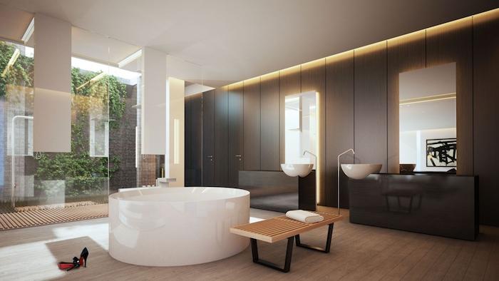 decoration salle de bain, grandes fenêtres, banc en bois, lavabo blanc, îlot noir, plafond blanc
