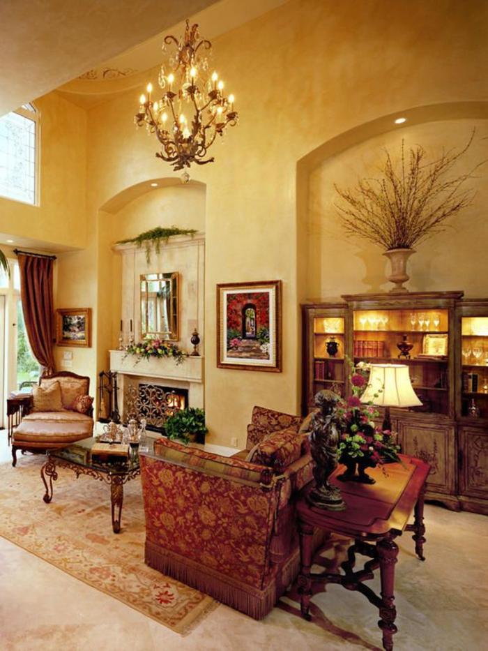 un salon somptueux et ensoleillé de style méditerranéen, un stuc vénitien couleur ocre