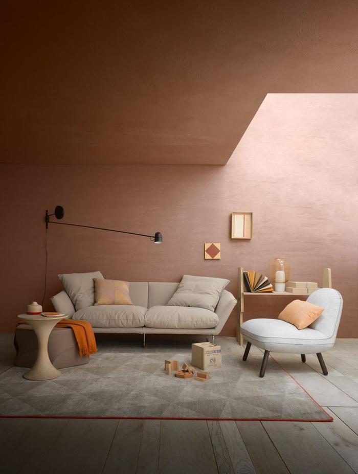 un salon de style scandinave aux couleurs sablées douces, peinture couleur sienne sablé