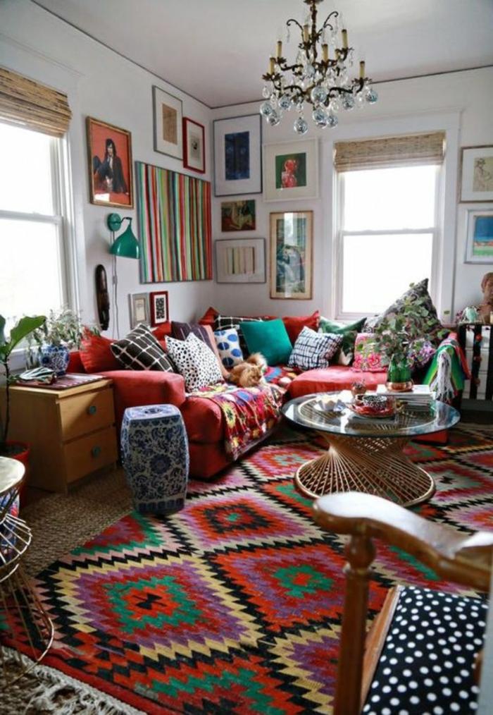 salon ethnique, tapis original motifs géométriques, salon style boho chic, coussins déco