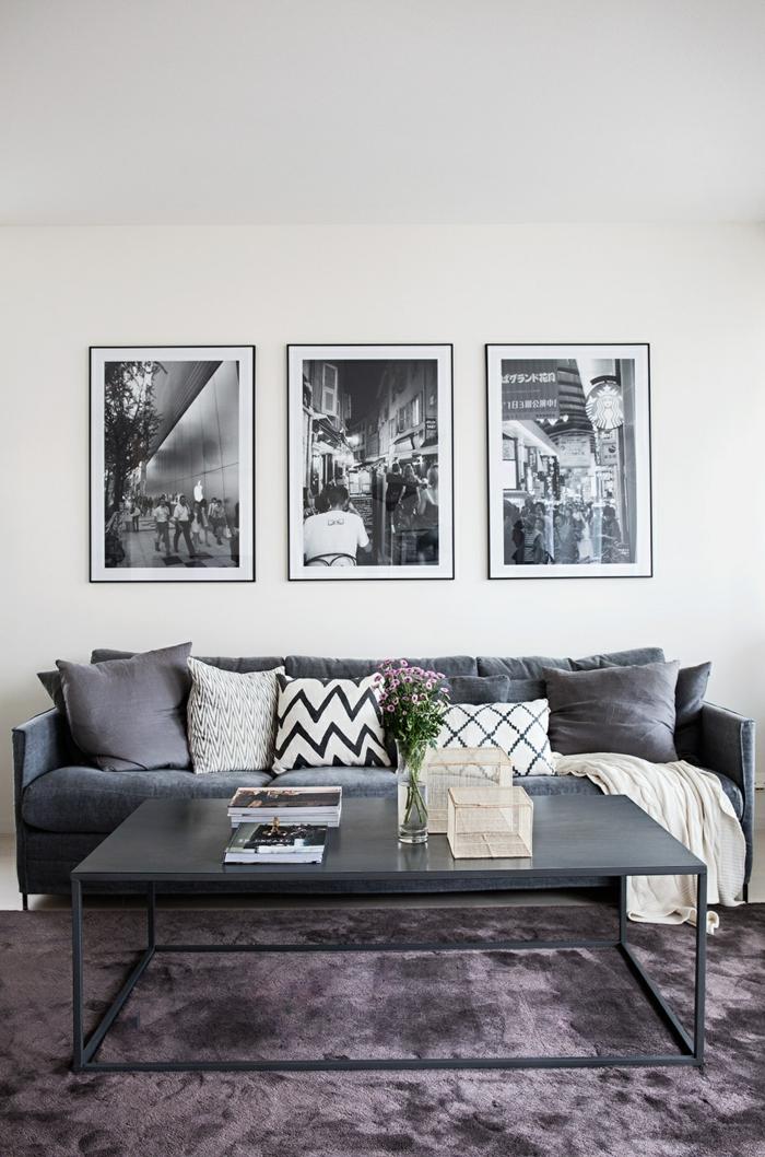 des posters en noir et blanc dans un intérieur en gris et taupe, comment organiser un mur en cadres