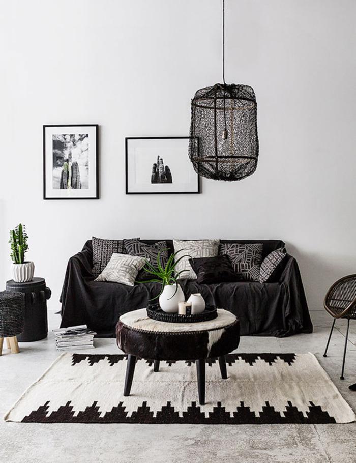 salon élégant en noir et blanc qui combine la déco scandinave avec les accents ethniques chic