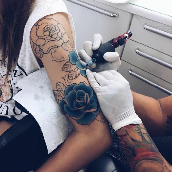 Tatouage bras homme old school style tatouage stylé femme rose tatou